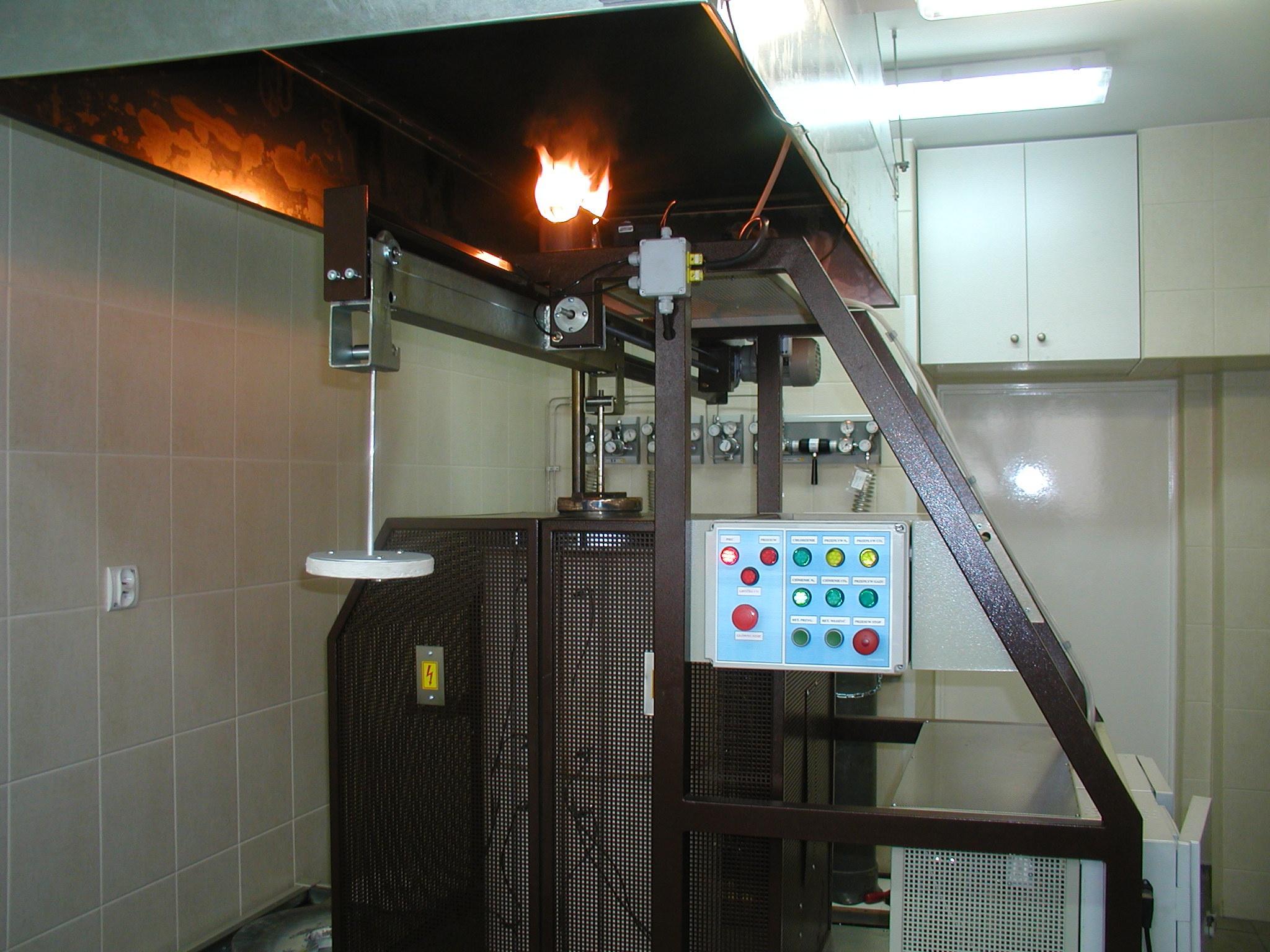 Pohled na zařízení RF-33/KK během koksování - - - View of the RF-33/KK during coking